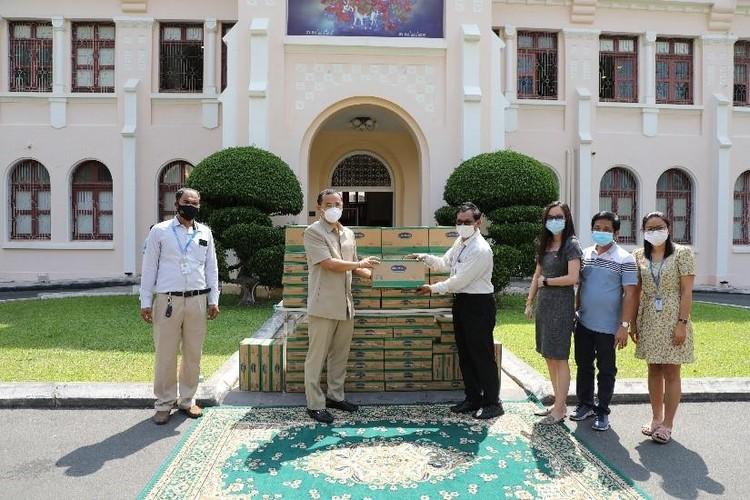 """Angkormilk trao tặng 48.000 sản phẩm sữa hỗ trợ người dân và trẻ em """"vùng đỏ"""" trong dịch Covid -19 ảnh 1"""