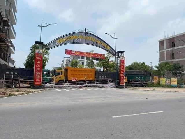 Thành phố Bắc Ninh xếp gạch, bê tông, dàn hàng ô tô chốt cứng mọi ngả đường ảnh 3