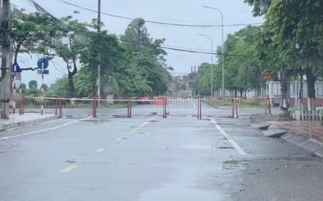Thành phố Bắc Ninh xếp gạch, bê tông, dàn hàng ô tô chốt cứng mọi ngả đường ảnh 6