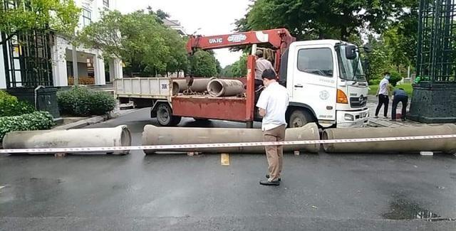 Thành phố Bắc Ninh xếp gạch, bê tông, dàn hàng ô tô chốt cứng mọi ngả đường ảnh 7