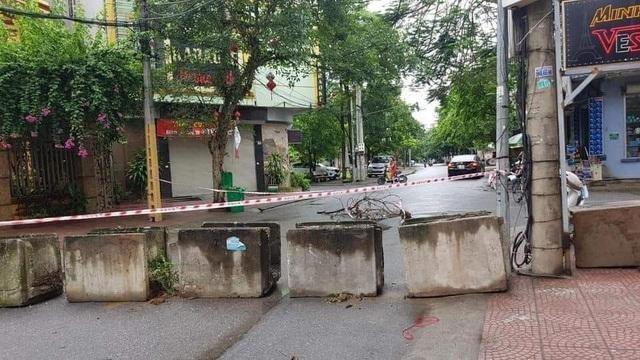 Thành phố Bắc Ninh xếp gạch, bê tông, dàn hàng ô tô chốt cứng mọi ngả đường ảnh 8