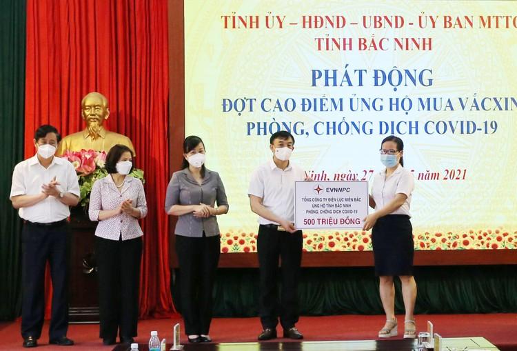 EVNNPC ủng hộ 1 tỷ đồng chung tay cùng Bắc Giang, Bắc Ninh phòng chống dịch Covid - 19 ảnh 1