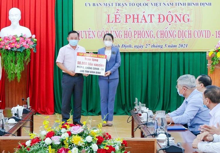 Tập đoàn Hưng Thịnh trao tặng 50.000 liều vắc-xin phòng, chống Covid-19 cho tỉnh Bình Định ảnh 1