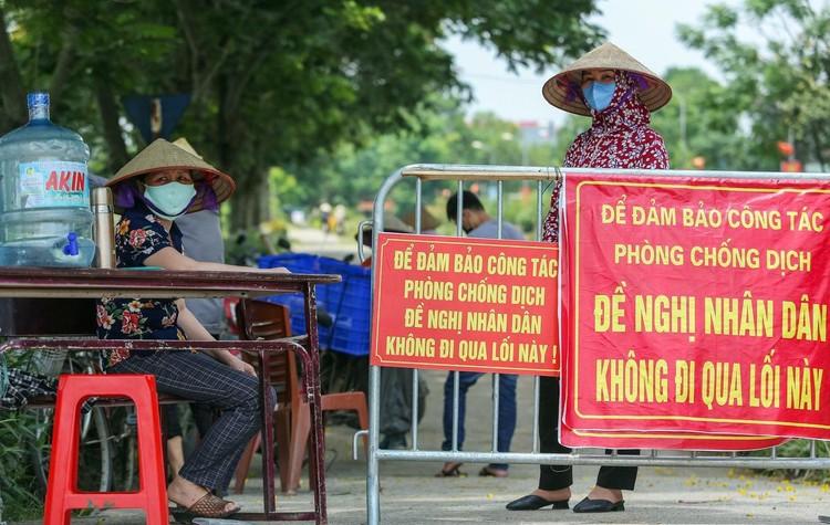 Hàng loạt chốt chặn phòng dịch ở ngoại thành Hà Nội ảnh 3