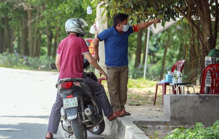 Hàng loạt chốt chặn phòng dịch ở ngoại thành Hà Nội ảnh 4