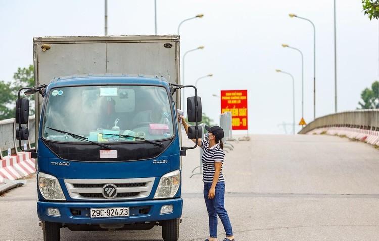 Hàng loạt chốt chặn phòng dịch ở ngoại thành Hà Nội ảnh 6