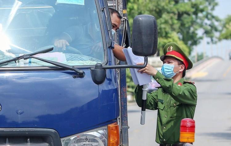 Hàng loạt chốt chặn phòng dịch ở ngoại thành Hà Nội ảnh 8