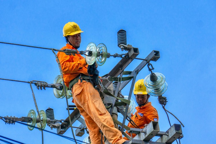 EVNSPC: Bảo đảm cấp điện phục vụ kỳ thi tốt nghiệp và tuyển sinh năm 2021 ảnh 1