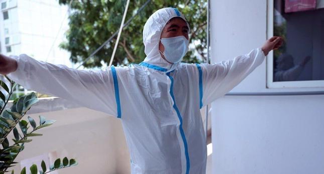 Cận cảnh bộ quần áo chống sốc nhiệt cho nhân viên y tế chống dịch ảnh 9