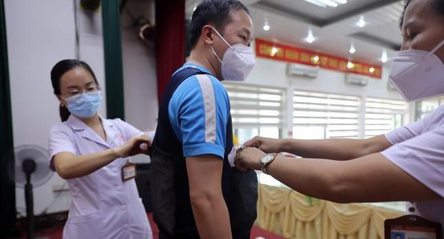 Cận cảnh bộ quần áo chống sốc nhiệt cho nhân viên y tế chống dịch ảnh 5