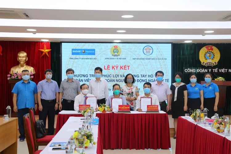 Bảo hiểm Bảo Việt bảo hiểm cho cán bộ y tế trong giai đoạn phòng chống dịch Covid-19 ảnh 1