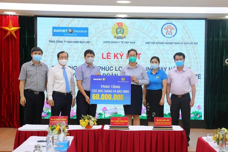 Bảo hiểm Bảo Việt bảo hiểm cho cán bộ y tế trong giai đoạn phòng chống dịch Covid-19 ảnh 2