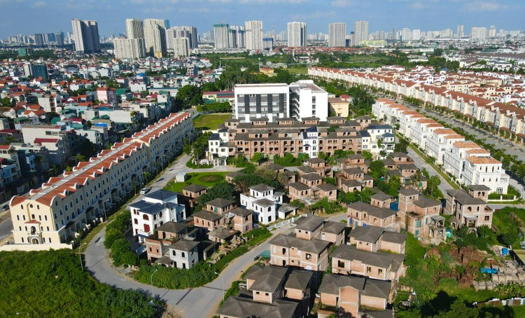 Cận cảnh hàng loạt khu biệt thự bỏ hoang nhiều năm ở ngoại thành Hà Nội ảnh 9