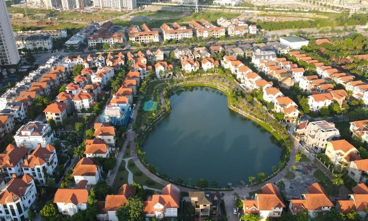 Cận cảnh hàng loạt khu biệt thự bỏ hoang nhiều năm ở ngoại thành Hà Nội ảnh 5