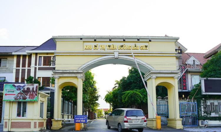 Cận cảnh hàng loạt khu biệt thự bỏ hoang nhiều năm ở ngoại thành Hà Nội ảnh 8