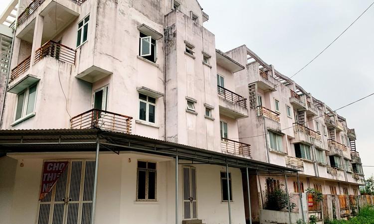Mục sở thị hàng trăm căn biệt thự bỏ hoang, rêu mốc ở một huyện tại Hà Nội ảnh 9