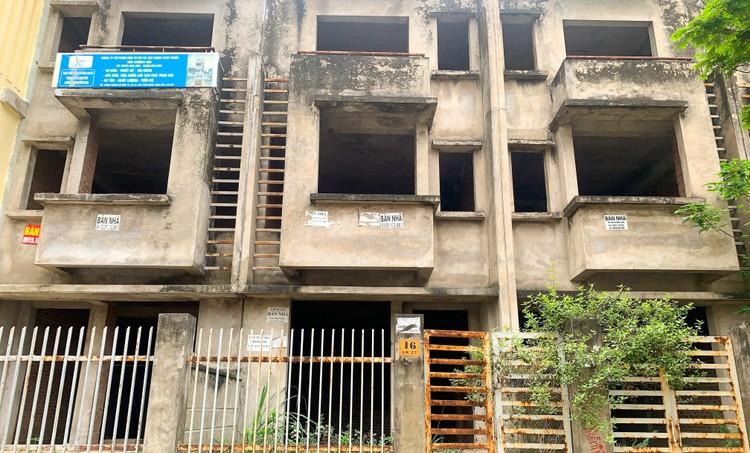Mục sở thị hàng trăm căn biệt thự bỏ hoang, rêu mốc ở một huyện tại Hà Nội ảnh 10