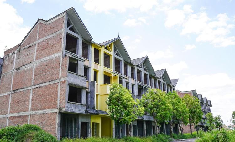Mục sở thị hàng trăm căn biệt thự bỏ hoang, rêu mốc ở một huyện tại Hà Nội ảnh 2