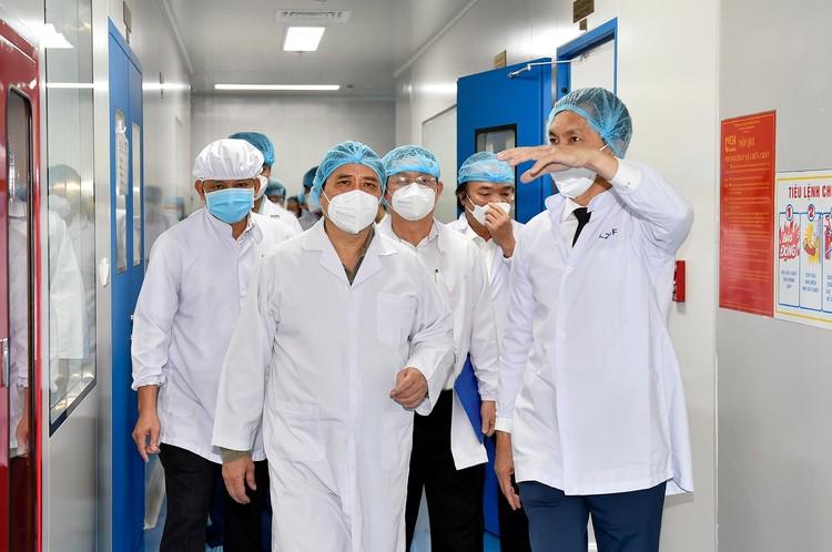 Thủ tướng Phạm Minh Chính: Lập tổ hành động để sản xuất bằng được vaccine phòng COVID-19 nhanh nhất ảnh 1
