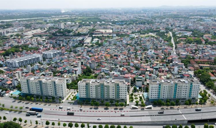 Cận cảnh dãy nhà giãn dân khu phố cổ bị bỏ hoang nhiều năm tại Hà Nội ảnh 2