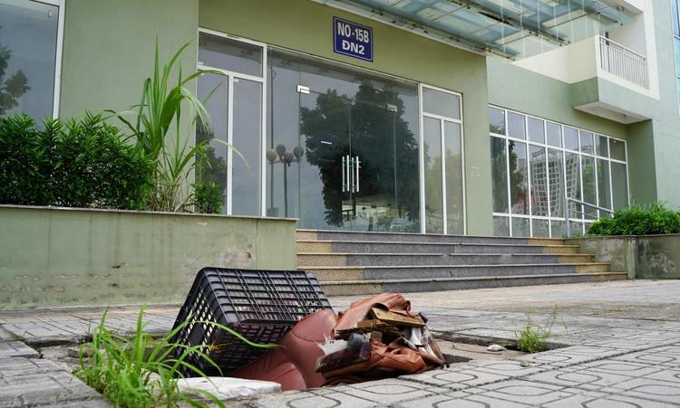 Cận cảnh dãy nhà giãn dân khu phố cổ bị bỏ hoang nhiều năm tại Hà Nội ảnh 5