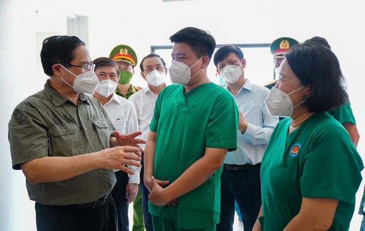 Thủ tướng kiểm tra nhiều điểm nóng Covid-19 tại TP.HCM ảnh 4