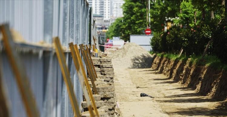 Hà Nội rào chắn dải phân cách để thi công mở rộng đường Tôn Thất Thuyết ảnh 9