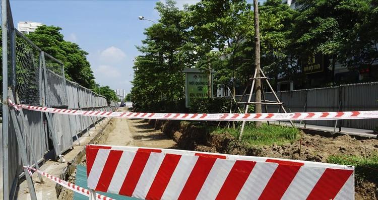 Hà Nội rào chắn dải phân cách để thi công mở rộng đường Tôn Thất Thuyết ảnh 1