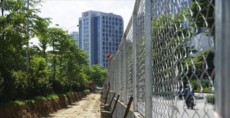 Hà Nội rào chắn dải phân cách để thi công mở rộng đường Tôn Thất Thuyết ảnh 7
