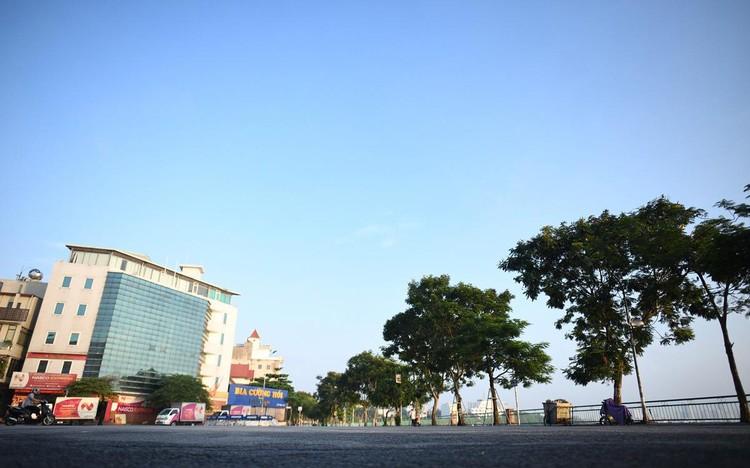 Buổi sáng đầu tiên sau khi Hà Nội tăng cấp độ chống dịch ảnh 9