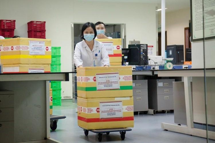 Chuyển 1.000 đơn vị máu đến TP.HCM ngay trong đêm ảnh 1