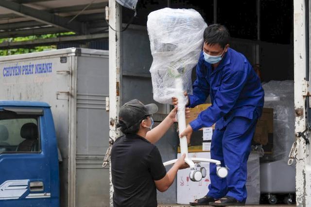 Sáng 1/8, tàu chở 10 tấn thiết bị y tế khởi hành từ Hà Nội vào TP.HCM ảnh 2