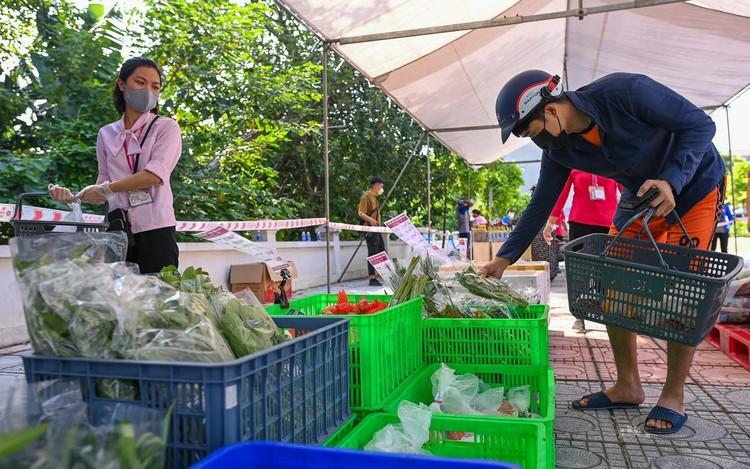 Siêu thị lưu động ngoài trời đầu tiên ở Hà Nội ảnh 2