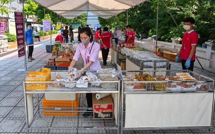 Siêu thị lưu động ngoài trời đầu tiên ở Hà Nội ảnh 3