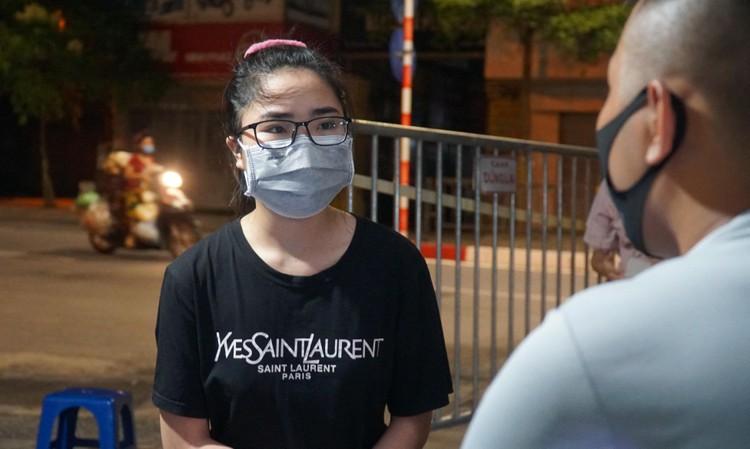 24 giờ tại các chốt kiểm soát cơ động khắp đường phố Thủ đô ảnh 13