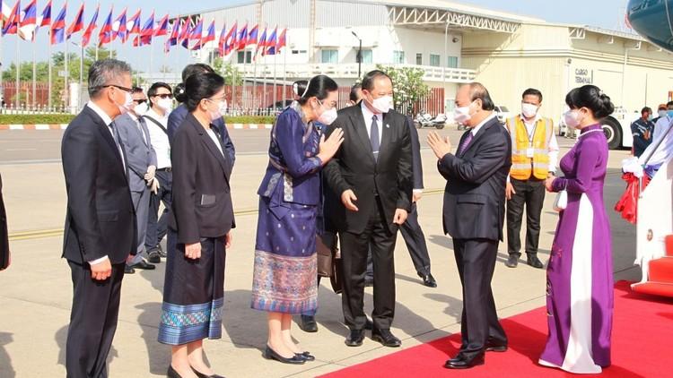 Chủ tịch nước và phu nhân đến Vientiane, bắt đầu thăm hữu nghị chính thức CHDCND Lào ảnh 3