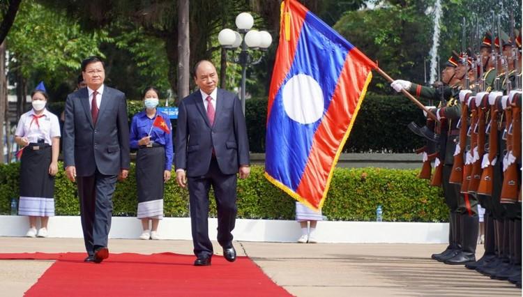 Lễ đón trọng thể Chủ tịch nước Nguyễn Xuân Phúc thăm hữu nghị chính thức Lào ảnh 1