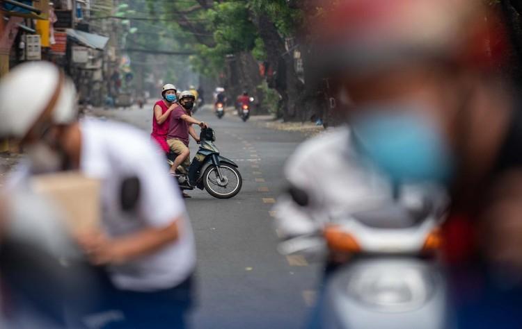 Ùn ứ xe cộ, chốt kiểm soát dịch ở Hà Nội 'xả trạm' ảnh 10