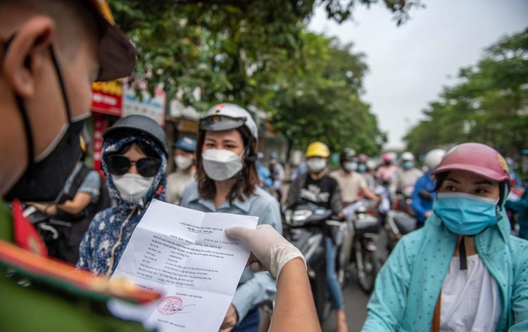 Ùn ứ xe cộ, chốt kiểm soát dịch ở Hà Nội 'xả trạm' ảnh 3