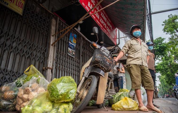 Ùn ứ xe cộ, chốt kiểm soát dịch ở Hà Nội 'xả trạm' ảnh 9