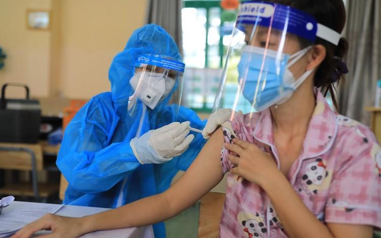 Người dân TP.HCM tiêm vaccine Sinopharm ảnh 3