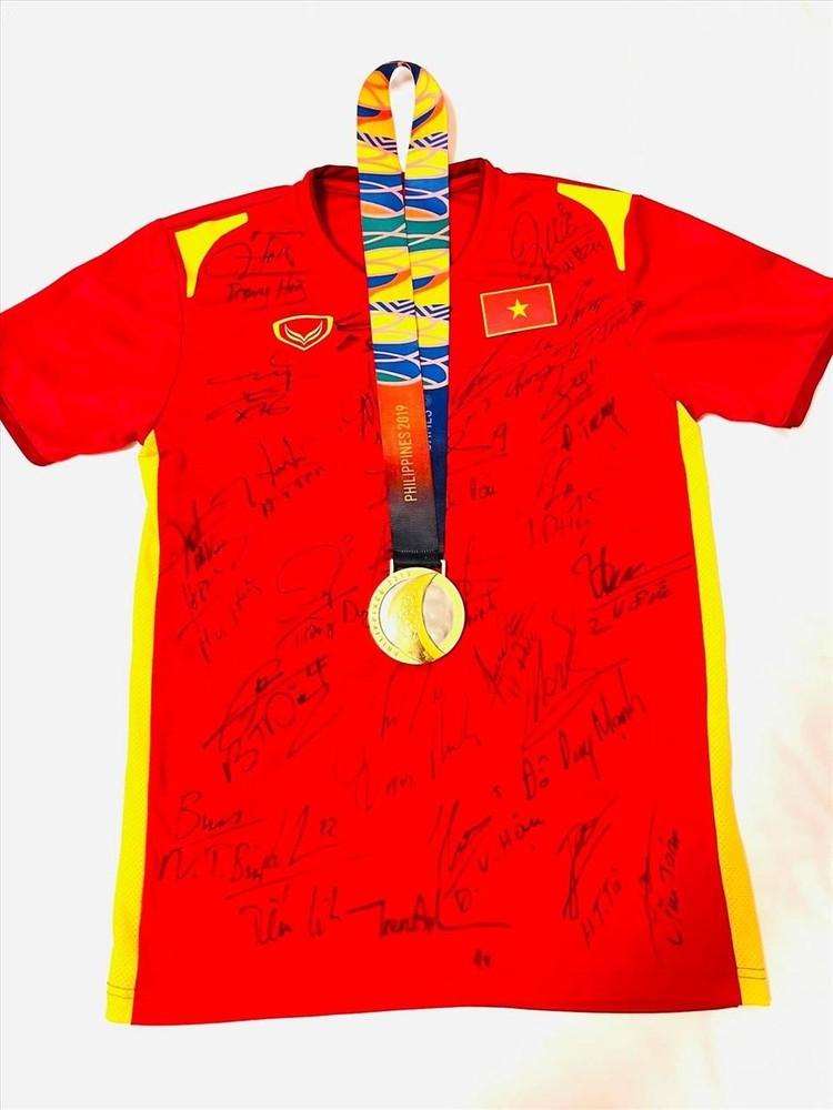 Trọng Hoàng đấu giá Huy chương vàng SEA Games được hơn 200 triệu đồng ảnh 1