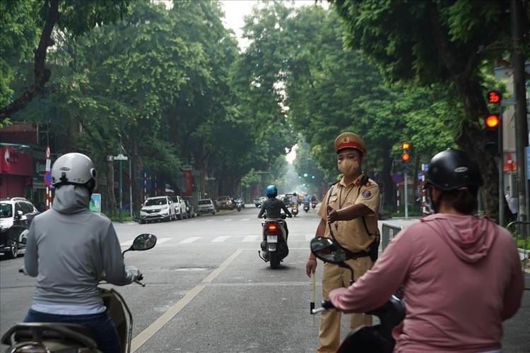 Tổ công tác đặc biệt xử lý nhiều người ra đường không có lý do cấp thiết ảnh 11