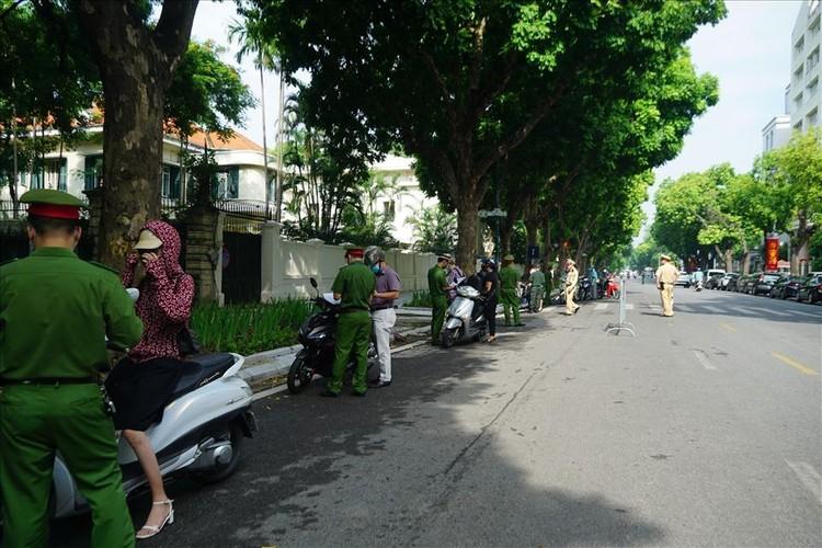 Tổ công tác đặc biệt xử lý nhiều người ra đường không có lý do cấp thiết ảnh 12