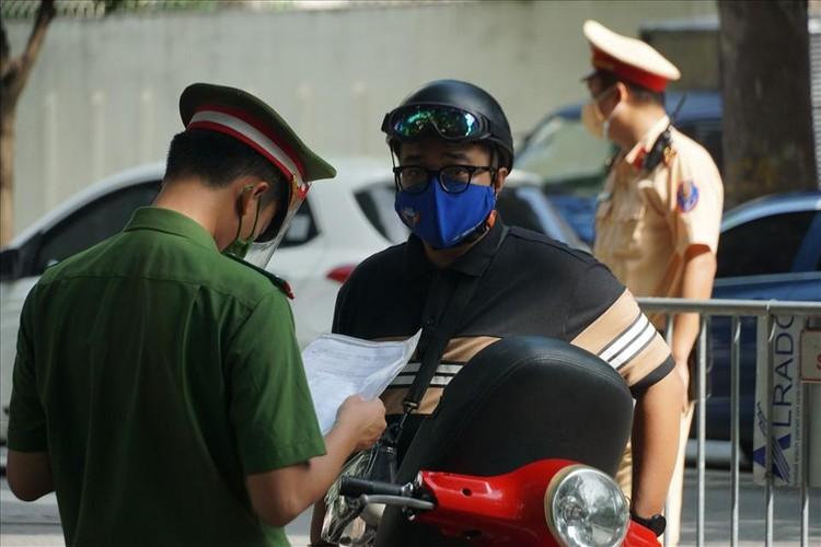 Tổ công tác đặc biệt xử lý nhiều người ra đường không có lý do cấp thiết ảnh 3