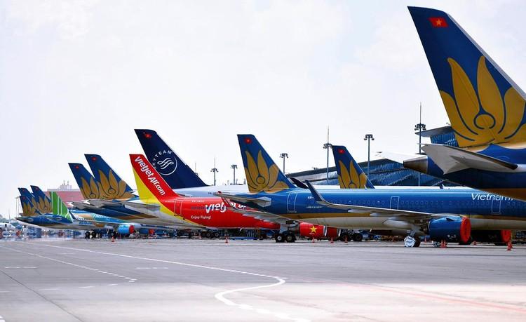 Gần trăm máy bay dầm mưa, dãi nắng ở Nội Bài ảnh 5
