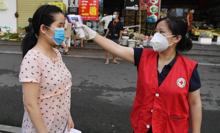 19.000 cư dân chung cư HH Linh Đàm xếp hàng chờ xét nghiệm Covidd-19 ảnh 1