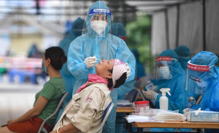 19.000 cư dân chung cư HH Linh Đàm xếp hàng chờ xét nghiệm Covidd-19 ảnh 8
