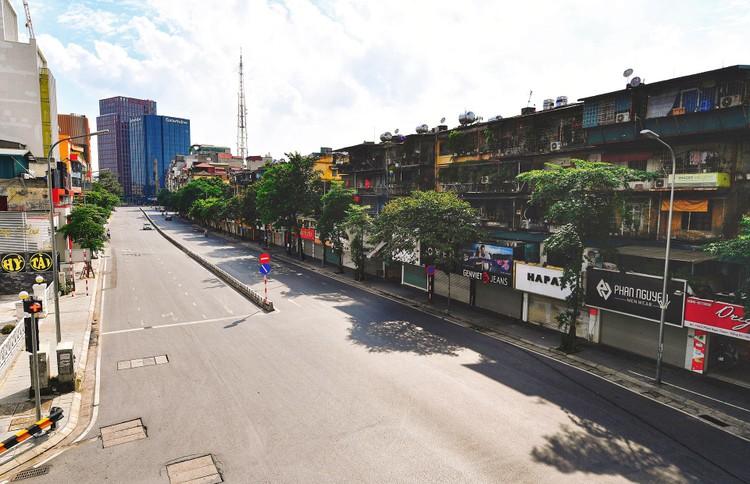 Quảng trường, các nút giao ở Hà Nội trong ngày giãn cách ảnh 9