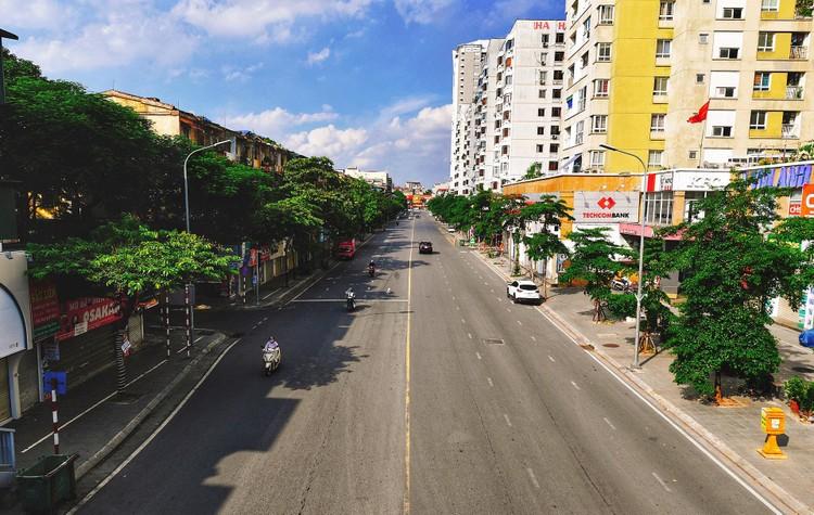 Quảng trường, các nút giao ở Hà Nội trong ngày giãn cách ảnh 11